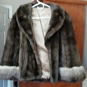 Vintage Regina Glenara faux fur cape